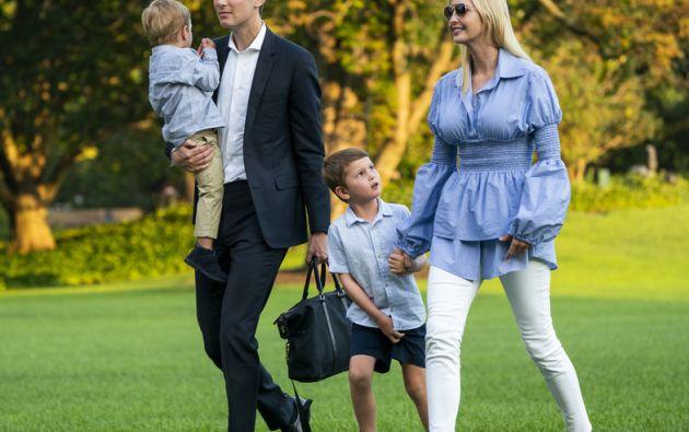 Ivanka Trump junto a sus dos hijos y esposo. Foto: Vanity Fair