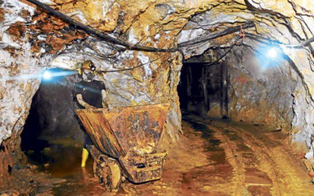 Según un informe de Invest Ecuador, la construcción de esta mina y una planta refinadora alcanzaría el costo de 4.245 millones de dólares.