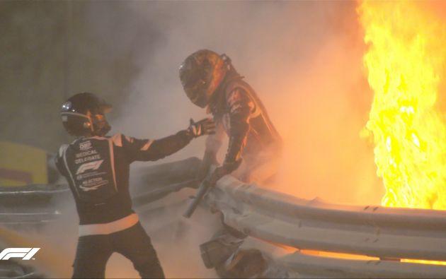 El piloto francés Romain Grosjean fue rescatado del vehículo en llamas. Foto: @JeanTodt