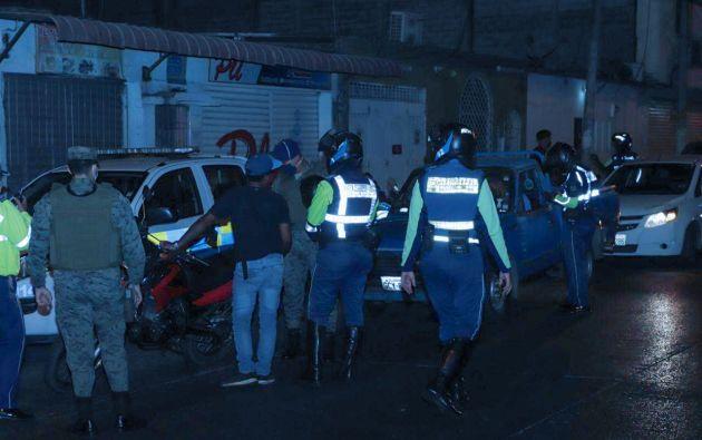 El contingente policial está integrado por agentes de las unidades especiales de la Policía.