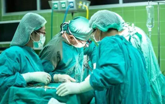 Según la denuncia del Colegio de Médicos del Guayas, los pacientes deben ser intubados estando conscientes.