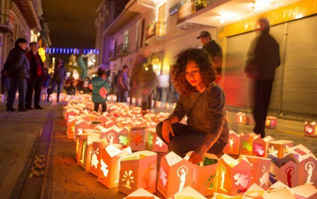 El aniversario de la coronación de la Morenica del Rosario, se lo celebra la noche del 7 de diciembre de todos los años con un festival de luces. Foto: Cortesía.
