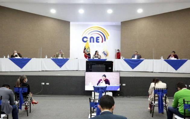 En torno a la candidatura de Noboa, Ángel Torres, uno de los jueces del TCE, reveló, en una entrevista, que consejeros del CNE se habrían reunido con políticos en Guayaquil.