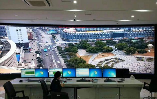 El software integrado de seguridad de Hikvision Ecuador combina los controles de acceso con medición de temperatura para controlar el ingreso de personas a diferentes lugares.Foto cortesìa.