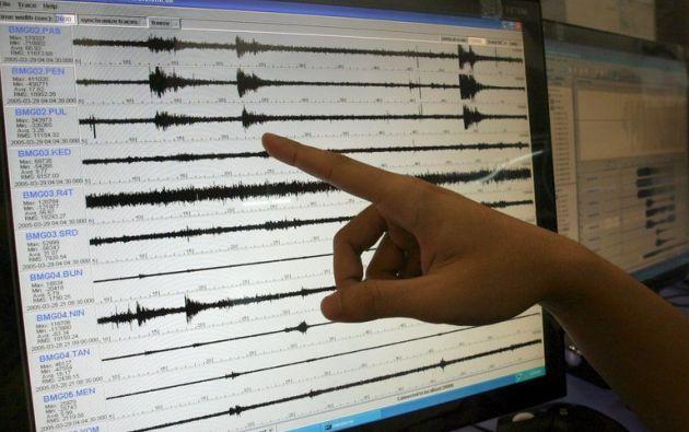 Según el Instituto Geofísico de la Escuela Politécnica Nacional, el sismo ocurrió a las 15.05 hora local (20.05 GMT) a 2,48 grados de latitud sur y a 80,39 grados de longitud oeste.