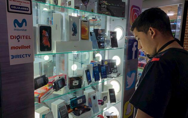 No es fácil encontrar en Venezuela las novedades que inundan el mercado mundial. Aunque en Caracas, una burbuja en la que poco se sienten los problemas en comparación con el resto del país, la ansiada Play Station 5 se vende en varias tiendas.