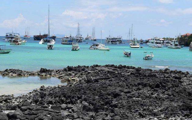 Según el presidente del Consejo de Gobierno de Galápagos, Norman Wray, Galápagos cerró 2019 con 275.000 turistas, pero temen una reducción del 75 % para este año a causa de las restricciones por la pandemia.