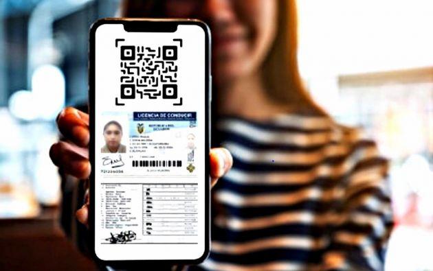 Según la resolución, la licencia digital tiene la misma vigencia y validez jurídica que la licencia física. A pesar de que la obtención digital es de opcional, la meta es que un conductor cuente con ambos documentos.