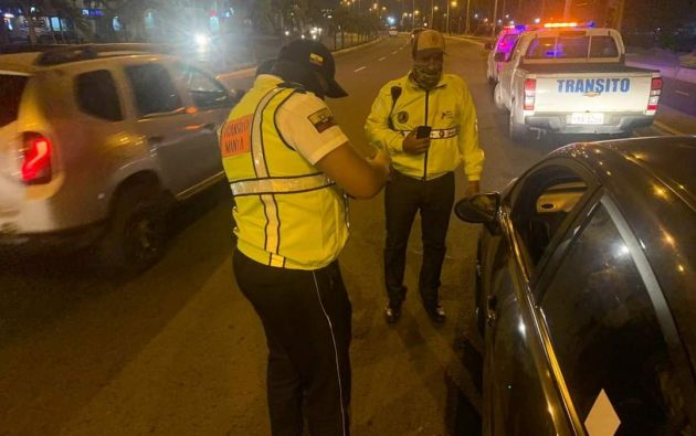 """Guayaquil dispuso que desde el lunes 4 de enero queda liberada la circulación para cualquier vehículo según su número de placa. Por su parte, Quito dispuso que mantendrán su plan """"Hoy Circula"""", que maneja el mismo parámetro del último dígito de la placa."""
