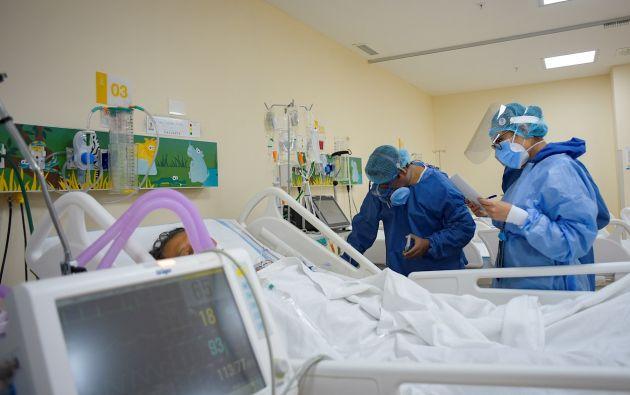"""El presidente Lenín Moreno anuló su estado de excepción, pero advirtió de que las Unidades de Cuidados Intensivos en los hospitales de las grandes ciudades se encuentran """"al borde"""" de su capacidad."""