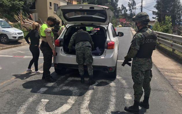 El inconstitucional decreto del Estado de Excepción contempló un toque de queda por 15 días, desde las 22h00 hasta las 04h00, y la restricción de movilidad de vehículos según su último número de placa.