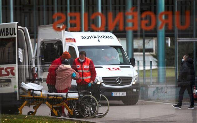 El virus sigue descontrolado en Cataluña (España), donde ya ha llegado la variante del SARS-CoV-2 británica y continúa creciendo el número de personas que necesitan hospitalización. Foto: EFE.