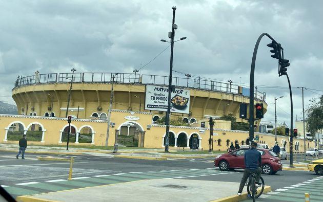 Hasta el 2011 se realizó la Feria Jesús del Gran Poder en la Monumental Plaza de Toros Quito. Foto: @NapoleonSantama
