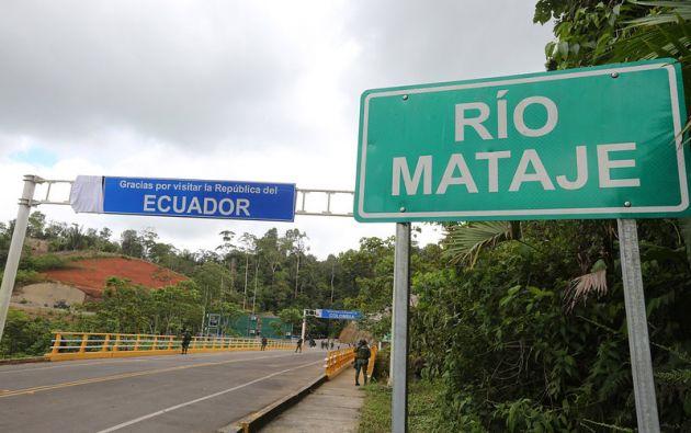 Los presidente Lenín Moreno e Iván Duque recorrieron el puente fronterizo sobre el río Mataje. Foto: Flickr Presidencia.
