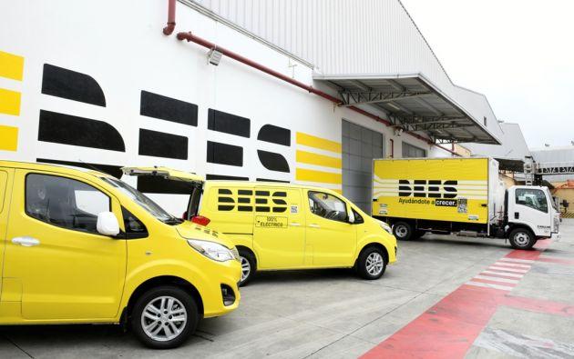 BEES también cuenta con una flota de vehículos para el despacho de productos.
