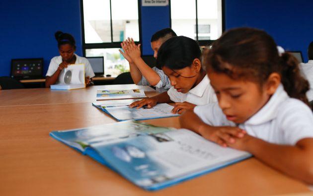 Las familias con varios niños generalmente priorizan para que solo uno de ellos pueda estudiar, debido a la falta de equipos tecnológicos. Foto: Ministerio de Educación