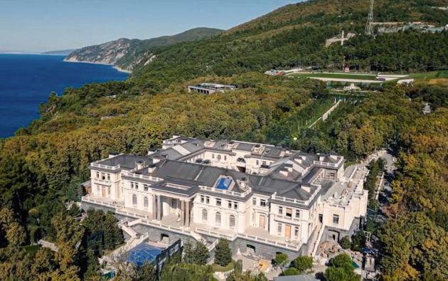 Atribuyen a Putin un castillo que vale más 1.000 millones de dólares y que le fue regalado por la élite corrupta de Rusia.