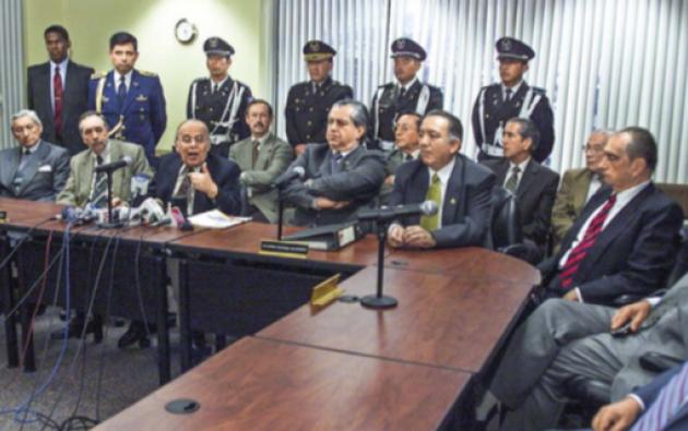 Un acuerdo encabezado por el PRE, en 2004, en el gobierno de Lucio Gutiérrez destituyó a la Corte Nacional que presidía Hugo Quintana.