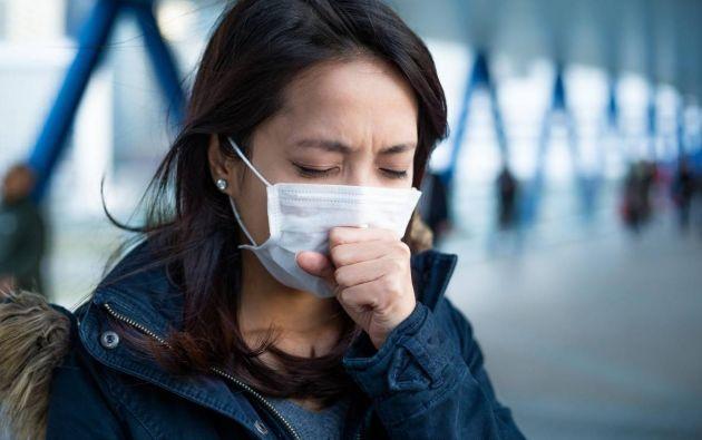 En la mayoría de los casos de COVID-19 se presenta una tos seca.