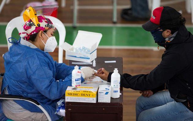 En Quito, al momento hay 82 pacientes en lista de espera para una cama en la Unidad de Cuidados Intensivos (UCI). Foto: EFE