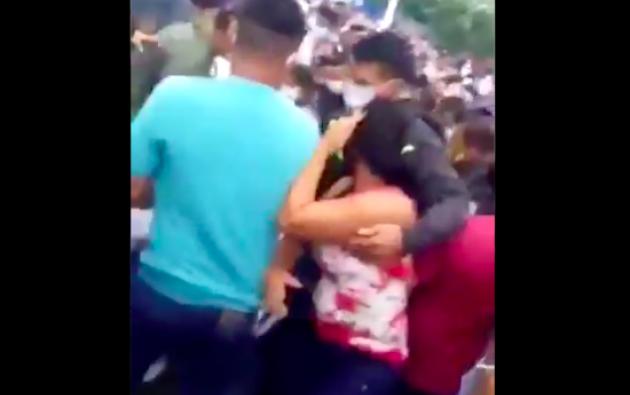 Disturbios y aglomeraciones en recintos electorales de Manabí