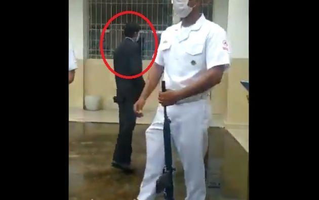 El detenido fue puesto a órdenes de las autoridades competentes para investigaciones.