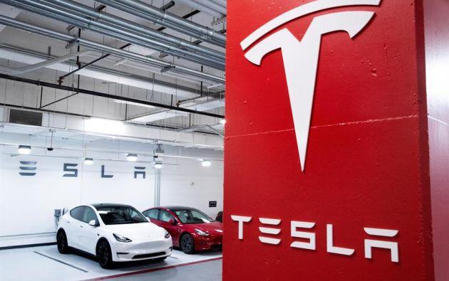 Tesla planifica la aceptación de bitcoin como forma de pago de sus vehículos. Foto: EFE