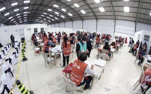 A primeras horas de este miércoles, Pérez tenía 19,72 % de los votos y Lasso había acumulado 19,59 %.
