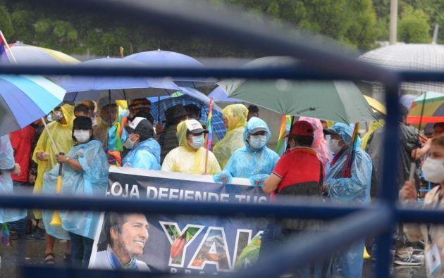 Al llegar a Guayaquil, los manifestantes realizaron una caminata desde la Terminal Terrestre hasta la Delegación Electoral del Guayas. Foto: API