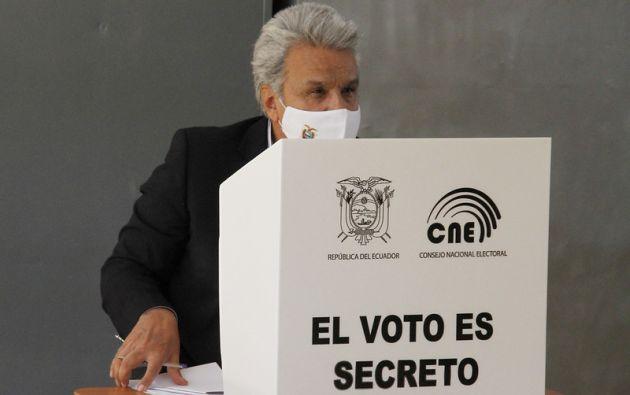A los dos candidatos en disputa instó a que demuestren su vocación democrática. Foto: EFE