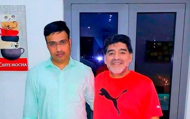 Sulaiman junto a Diego Maradona. Foto: Infobae