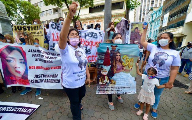 Los familiares de Lisbeth piden difusión roja para capturar al presunto femicida. Foto:API