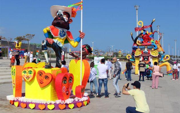 El carnaval de Barranquilla se transmitirá por plataformas virtuales. En esta ocasión participarán 130 grupos de bailarines, no los 750 que lo hacían en años anteriores. Foto: EFE.