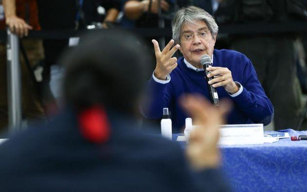 El candidato Guillermo Lasso afirmó que debe haber consentimiento de todos los candidatos para que se realice el recuento de votos. Foto: EFE.