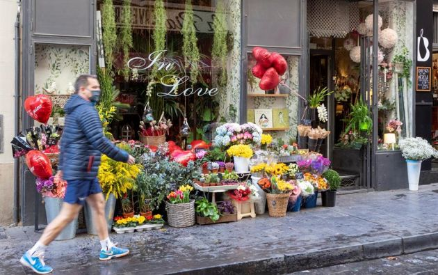 """El llamado """"gasto sentimental"""" abarca las compras joyas, flores y restaurantes, alrededor de cada 14 de febrero. Foto: EFE."""