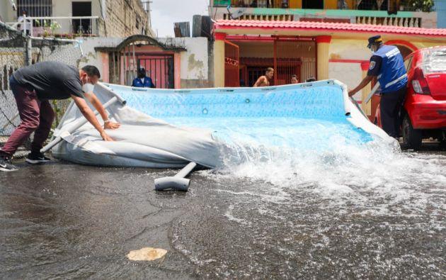 Se detectaron conexiones clandestinas de agua para llenar piscinas armables.