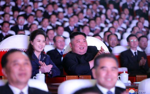 Ambos asistieron a una función celebrada el martes con motivo del aniversario del nacimiento de Kim Jong-il. Foto: EFE
