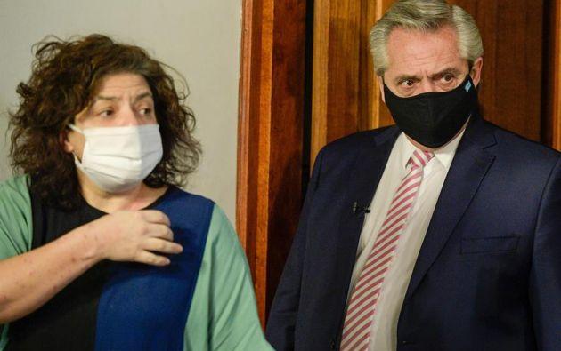 Carla Bizzotti (i) nueva ministra de Salud de la Argentina junto al Presidente Alberto Fernández. Foto: EFE