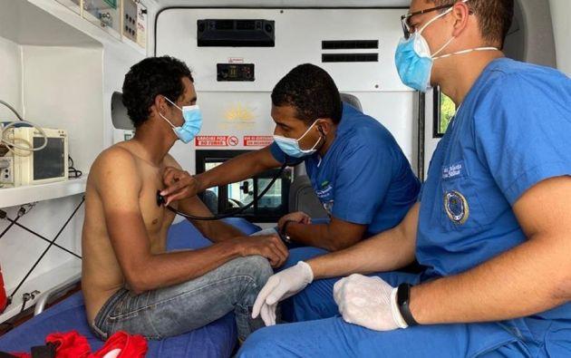 Colombia rescata 3 ecuatorianos que duraron 7 días a la deriva en el Pacífico.