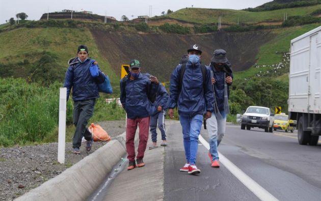 Grupo de migrantes venezolanos en Tulcán, Ecuador. Foto: EFE