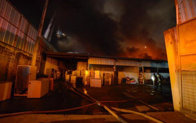 Los bomberos calificaron este incendio como 'alarma 3'. Foto: Cortesía