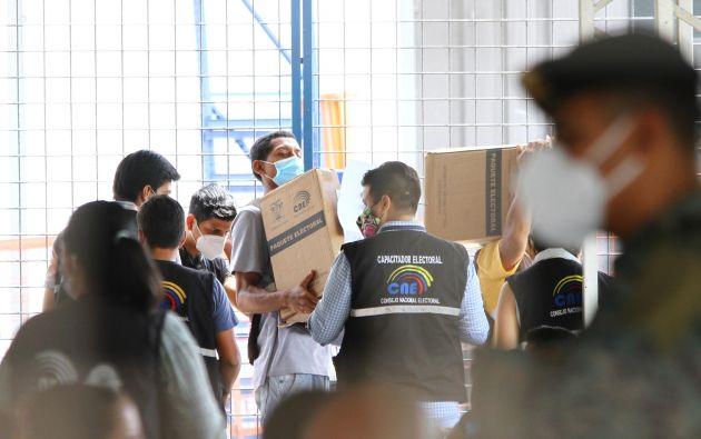 ARCHIVO.- Conteo de votos en la Delegación Provincial del Guayas, el 9 de febrero de 2021. Foto: API