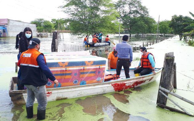 Asistencia humanitaria a varias familias afectadas producto de las inundaciones en el cantón Tosagua en la provincia de Manabí.