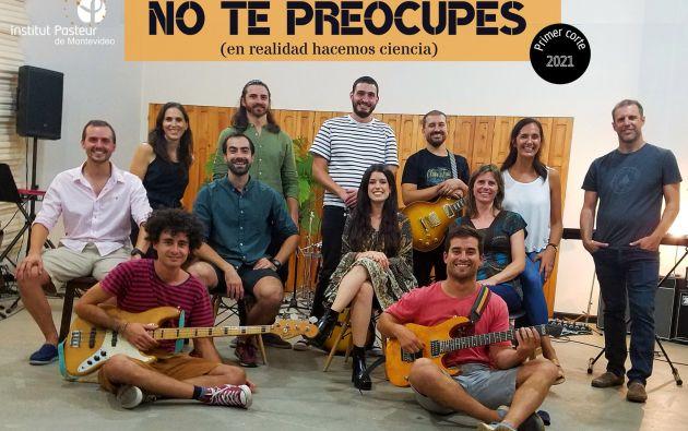 12 investigadores uruguayos formaron la banda. En sus canciones comparten datos sobre la pandemia. Foto: @NotepreocupesO