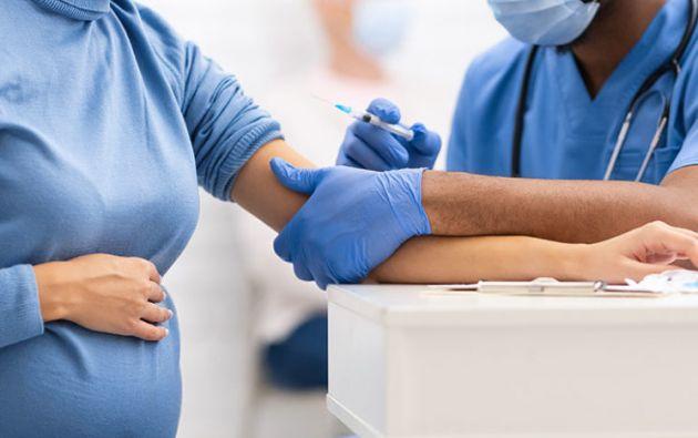 Las mujeres transmiten anticuerpos protectores a sus recién nacidos. Foto: Referencial