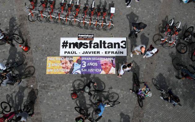 """Los aficionados condujeron sus bicicletas por las calles de Quito, durante el habitual """"ciclo-paseo"""". Foto: EFE"""