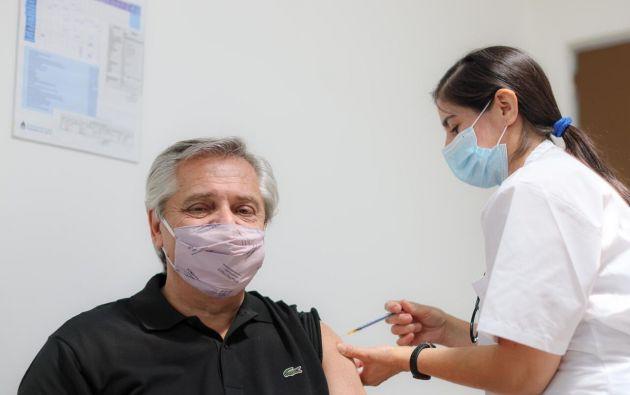 El presidente de Argentina, Alberto Fernández, se había vacunado contra la COVID-19 en enero.