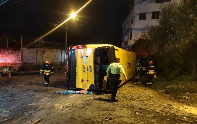 El volcamiento se produjo en el sur de la capital, causó tres fallecidos y dos heridos.