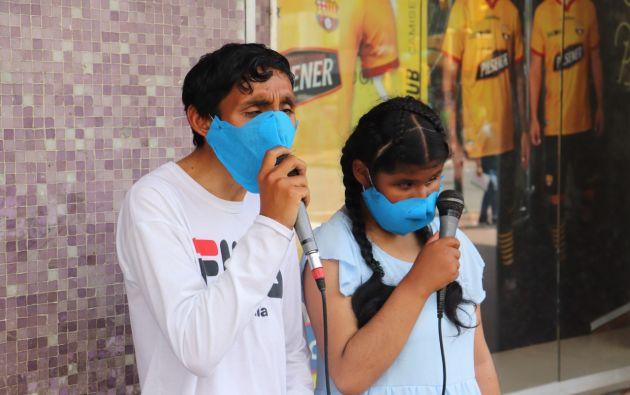Ezequiel y Sara solían cantar en la calle 9 de Octubre de Guayaquil, a cambio de unas monedas para poder sustentar sus gastos.