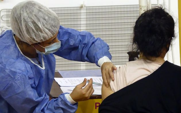 Pese a que el plan nacional de vacunación se inició el 21 de enero, ha ido lento. Foto: Archivo